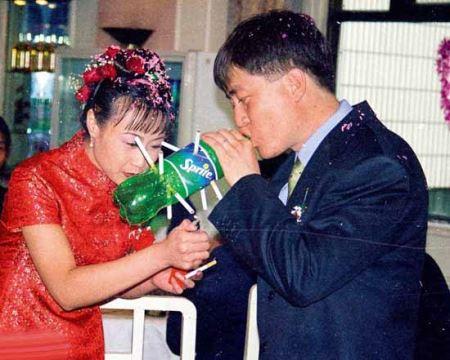 عکس های دیدنی از رسم عجیب و غریب مراسم عروسی در کشور چین  چه کسی فکرش را میکرد که سیگار زمانی نقش مهمی در عروسی چینیها داشته؟ توماس ساوین، کلکسیوندار عکس، یک سری نگاتیو در یک کارخانۀ بازیافت در پکن پیدا کرده که پرده از رسمی عجیب در عروسی چینیها برمیدارد. به گزارش ایران […]