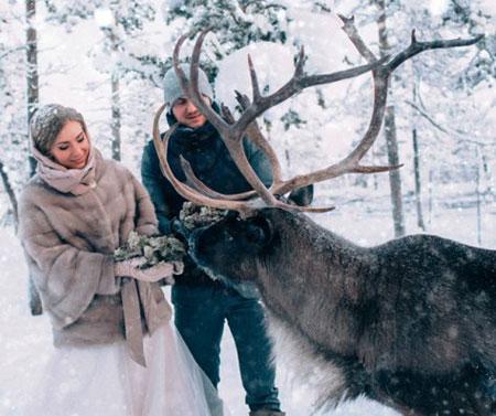 عروسی جالب در دمای منفی ۴۰ درجه + عکس مجموعه : مطالب جالب و خواندنی عروسی جالب در دمای منفی ۴۰ درجه برای این زوج عاشق برگزار شد. به گزارش فراناز این زوج عاشق تصمیم گرفتند جشن عروسی شان در محلی باشد که با هم قبلاً آشنا شده بودند.  زوج عاشق طبیعت ، تصمیم […]