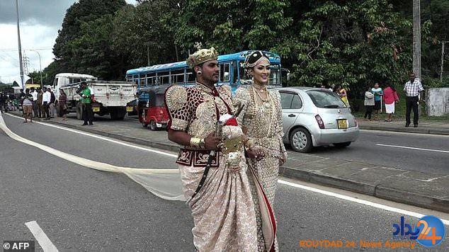 عروسی که ۲۵۰ دختربچه را اسیر خود کرد یک زوج سریلانکایی تحت پیگرد قانونی قرار گرفتند چراکه صدها دانشآموز را مجبور به حمل دنباله لباس عروس در مراسم ازدواجشان کردند. سرپوش – به گزارشرویداد۲۴به نقل از دیلی میل، حدود ۲۵۰ دانشآموز مجبور به حمل دنباله دو مایلی عروسی شدند که در خیابان اصلی در مرکز […]