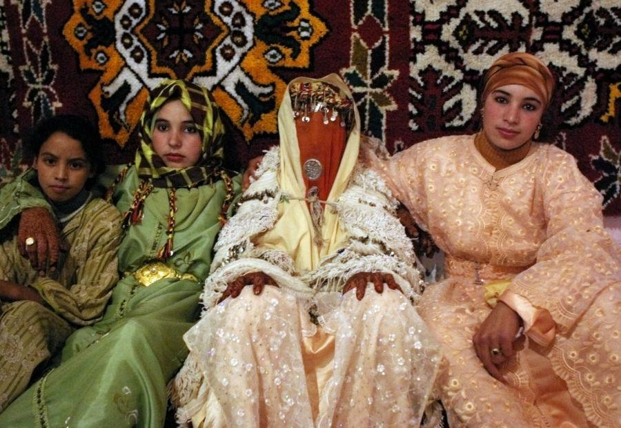 نگاهی به لباس های عروس در ۲۱ کشور مختلف دنیا فروغ بیداری چهارشنبه، ۲۲ دی اجتماعی سبک زندگی ۳ نظر http://rzto.ir/ci9 لباس عروس و مراسم عروسی در سنت ها و کشورهای گوناگون با هم فرق داشته و نشان دهنده فرهنگ آن ها محسوب می شود. جزئیات، رنگ و شکل این لباس ها هر کدام نماد […]