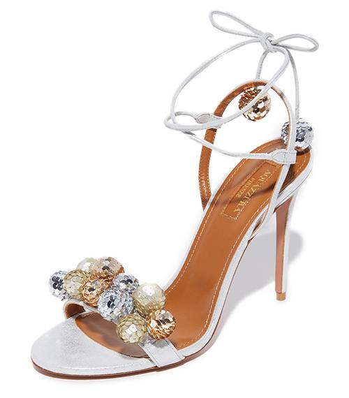 با این کفش های عروس ، زیبایی لباستان را دو چندان کنید ! برخلاف تصور اکثر مردم ، کفش عروس هم به اندازه لباس عروس اهمیت دارد بر همین اساس ، اهمیت اکسسوری ها به خصوص کفش، را در روز عروسیتان نباید نادیده بگیرید. نظرها در اینجا تعدادی از زیباترین مدل های کفش های عروسی […]