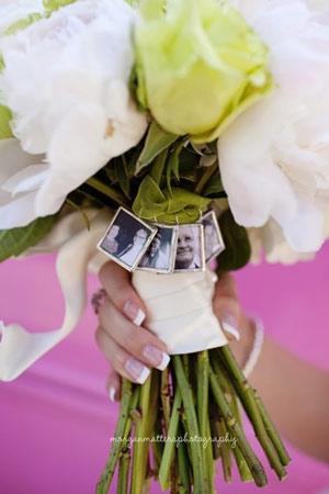 ایده هایی خلاقانه برای مراسم عروسی در تاریخ: ۲۷ تیر ۱۳۹۶در: عکاسی و آتلیهبدون دیدگاه کلی وقت و هزینه برای آرایشگاه، پیراهن، کت و شلوار، نوازنده و کلی چیزهای دیگر مراسم عروسی میگذارید که دیگر بخش احساسی مراسم بالکل فراموش میشود. حق هم دارید، با این همه کار طبیعی است که چیزهایی از قلم بیفتند. […]