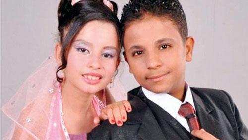 خردسال ترین عروس های جهان در مصر (+عکس) تابناک باتو – در چند سال اخیر پدیده عجیبی در کشور مصر به سرعت در حال افزایش است. دختران کوچک که هنوز به سن رشد و بلوغ نرسیده اند، در مدت زمان کوتاه و به فاصله یک جشن ازدواج از دنیای اسباب بازی ها و عروسک ها […]