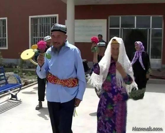 عروس ۱۱۴ ساله بعد از یک سال بله گفت! + عکس در این گزارش بهم رسیدن یک زوج مسن را میبینید که ماجرای جالبی اتفاق افتاده،مرد ۷۱ ساله چینی برای راضی کردن زن ۱۱۴ ساله به ازدواج، یک سال دوندگی و تلاش کرد. بازدید : ۱۸,۳۲۴ نفر ازدواج داماد ۷۱ ساله با عروس ۱۱۴ ساله […]
