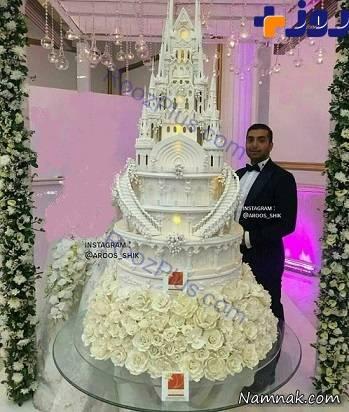 کیک عروسی ۲۰ میلیونی در تهران! + عکس در این جشن عروسی فقط تقریبا ۲۰ میلیون تومان برای کیک عروسی خود پول داده اند .کیک عروسی یشان به قدری بلند و بزرگ بود که برای برش زدن آن به یک نردبان و یا بالا بر نیاز بود . بازدید : ۶,۴۲۵ نفر کیک عروسی بیست […]