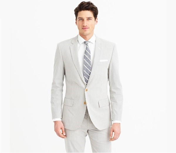 ویژگی های لباس آقایان در مراسم عروسی ویژگی های لباس آقایان در زمانبرگزاری عروسیاهمیت زیادی دارد. بسیاری از مردان اطلاعاتی در مورد اینکه چه لباسی در مراسم عروسی بپوشند ندارند. آنها خرید خود را به سرعت انجام می دهند و توجهی به هماهنگی و تناسب لباس ندارند. اغلب مردان براساس آداب و رسوم اقدام به […]