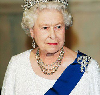 زیباترین گردنبندهای ملکه انگلیس ۱۳۹۵-۱۱-۱۲ اخبار دنیای جواهرات,گردنبنددیدگاه خود را ثبت کنید۳,۱۷۵ بازدید در کاخ باکینگهام، که اقامتگاه اصلی خانواده سلطنتی بریتانیا در لندن می باشد، میلیون ها پوند سرمایه خوابیده است. از میان آنها، جواهرات بخش اعظم و مهمی را تشکیل می دهند که در اینجا برخی از زیباترین و مهمترین گردنبندهای خانواده سلطنتی […]